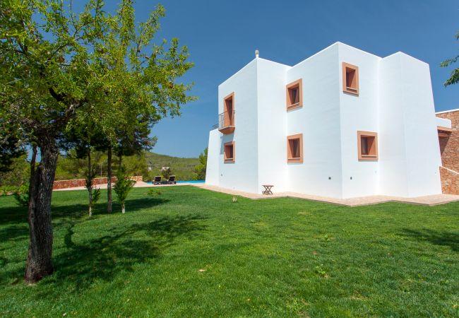 Villa in San Rafael de Sa Creu/ Sant Rafael de Sa Creu - VILLA BENIMUSA